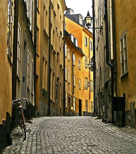 stockholm-vieille-ville-une-rue-typique-du-quartier-credits-photo-kicki-flickr_4106_w460 Moderna museet Stockholm
